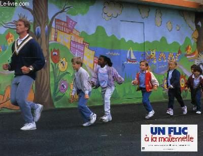 AFFICHE DE CINEMA - UN FLIC A LA MATERNELLE