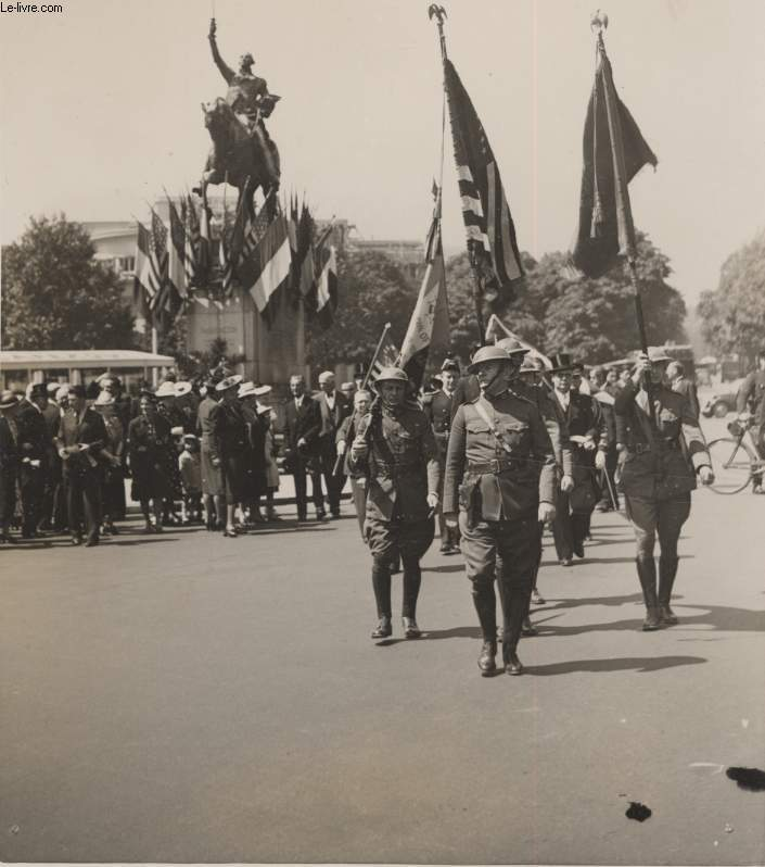 PHOTO ANCIENNE SITUEE - LES AMERICIANS DE PARIS CELEBRANT L'INDEPENDANCE DAY