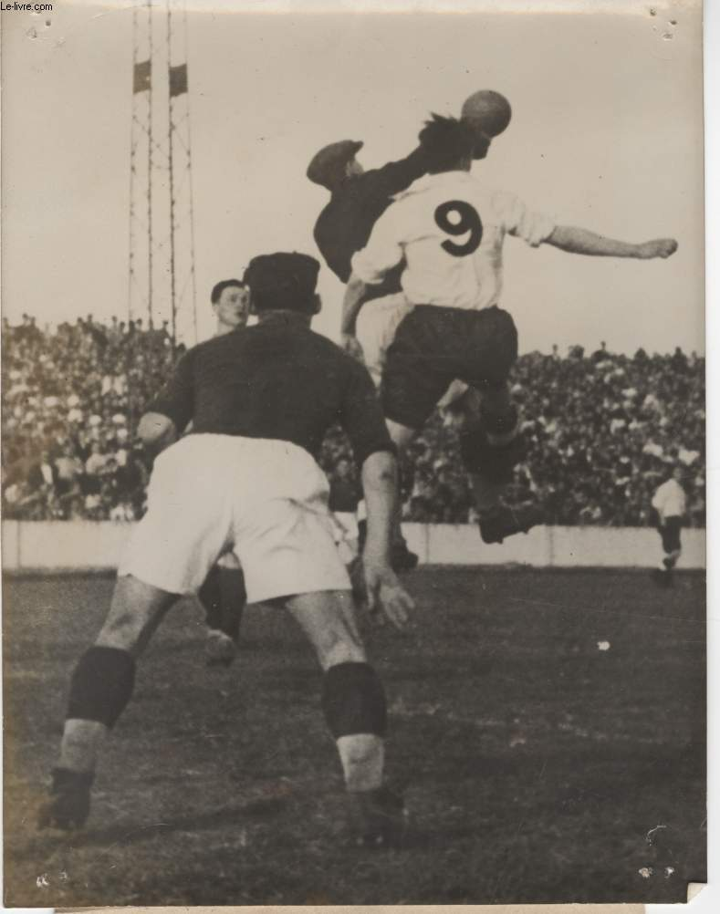 PHOTO ANCIENNE SITUEE - MATCH DE FOOTBALL ANGLETERRE-YOUGOSLAVIE
