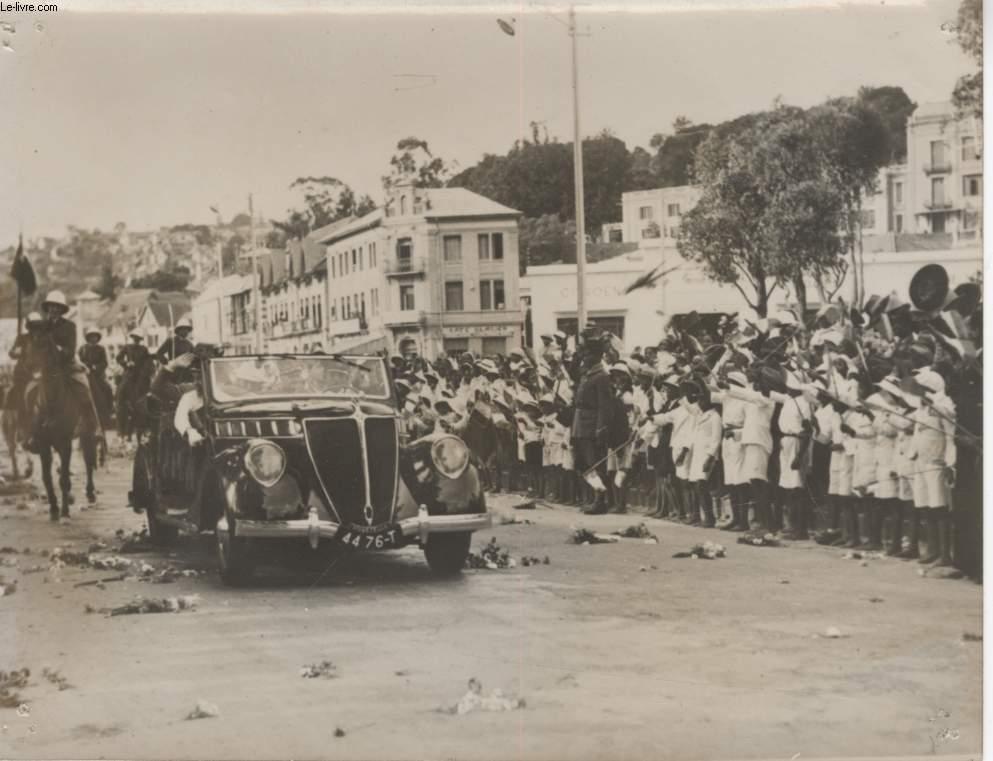 PHOTO ANCIENNE SITUEE - LE GOUVERNEMENT GENERAL DE MADAGASCAR REJOINT SON NOUVEAU POSTE