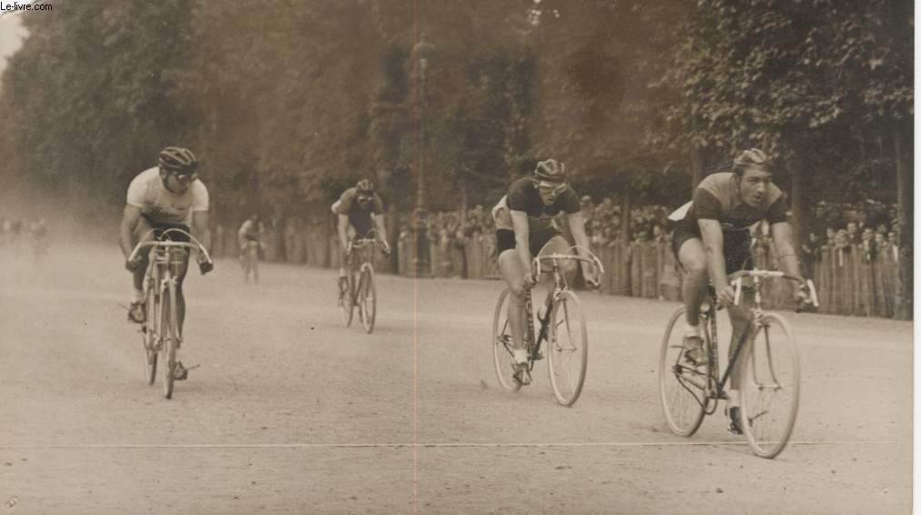 PHOTO ANCIENNE SITUEE - LE CRITERIUM D'EUROPE AUX TUILLERIES