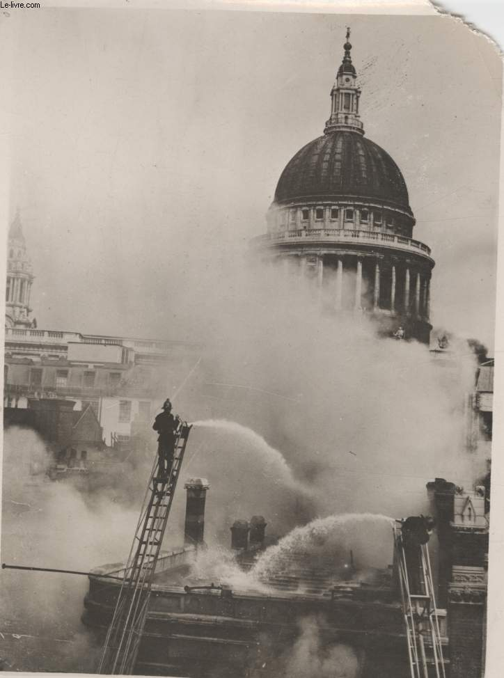 PHOTO ANCIENNE SITUEE - GRAVE INCENDIE A LONDRES