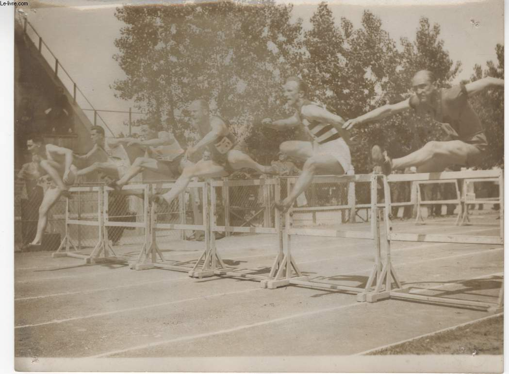 PHOTO ANCIENNE SITUEE - SELECTION D'ATHLETES AU STADE JEAN-BOUIN