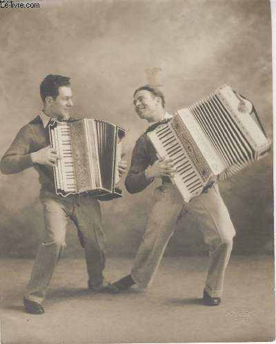 PHOTO ANCIENNE NON SITUEE - ACCORDEONISTES