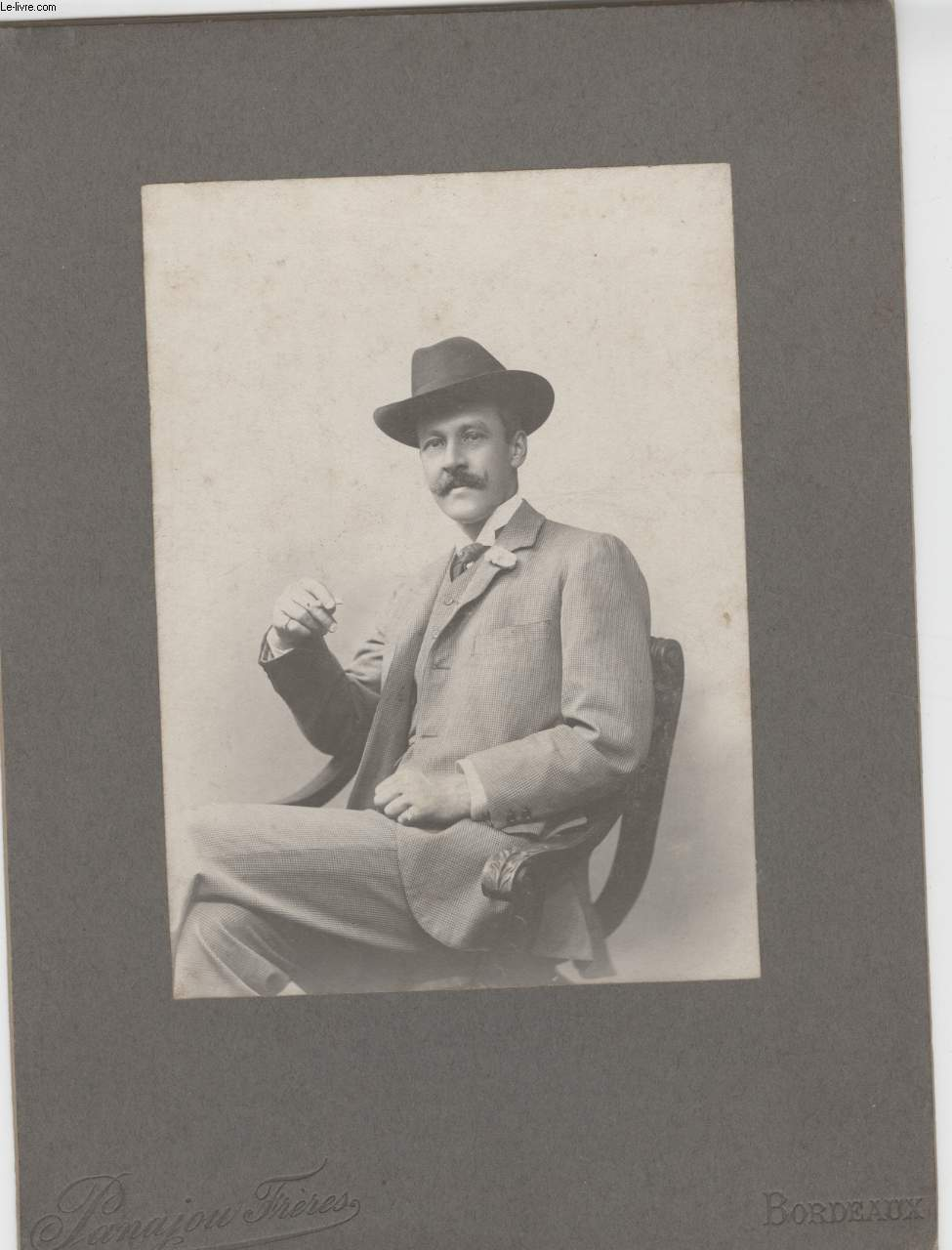 PHOTO ANCIENNE NON SITUEE - PORTRAIT MONSIEUR MOUSTACHE CHAPEAU