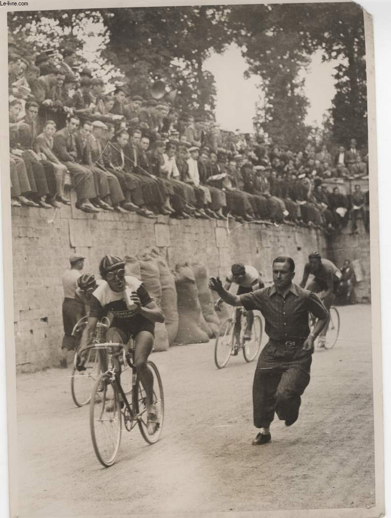 PHOTO ANCIENNE NON SITUEE - COURSE CYCLISTE