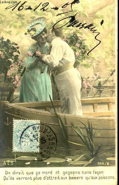 CARTE POSTALE - COUPLE SUR BARQUE