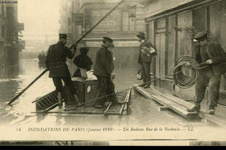 CARTE POSTALE - INONDATION DE PARIS - JANVIER 1910 - UN RADEAU RUE DE LA BUCHERIE