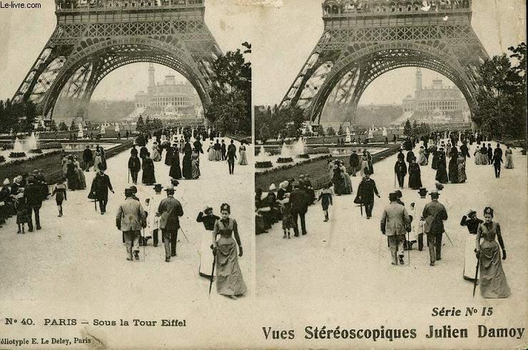 CARTE POSTALE - 40 - PARIS - SOUS LA TOUR EIFFEL