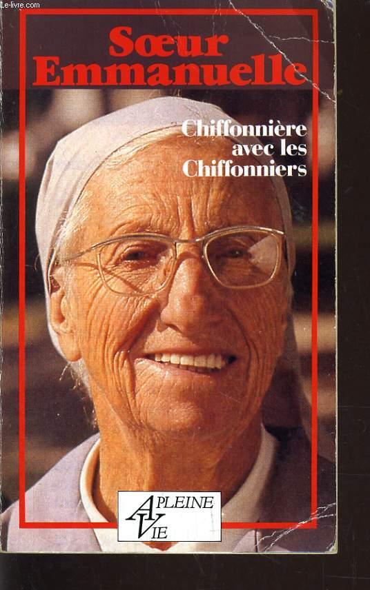 CHIFFONIERE AVEC LES CHIFFONIERS