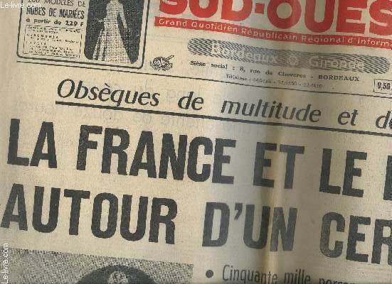 LOT DE JOURNAUX ET COUPURES DE PRESSES SUR LA MORT DU GENERAL DE GAULLE - VOIR NOTICE ET PHOTOS.