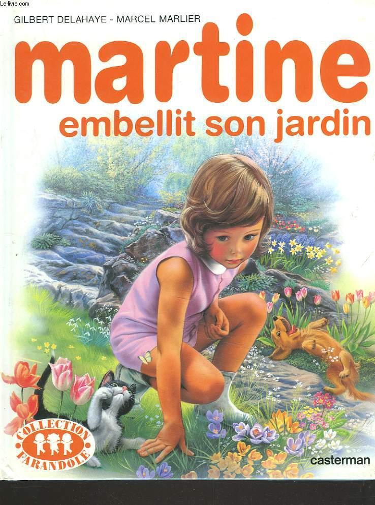 MARTINE EMBELLIT SON JARDIN.