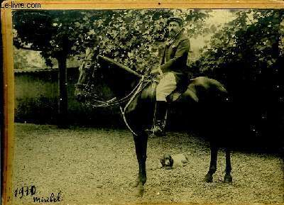 Photographie originale en noir et blanc, du cavalier Miribel, chevauchant sa monture.