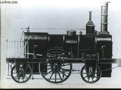 Photographie d'une locomotive construite au Creuzot en 1839 pour le chemin de fer de Saint-Germain.