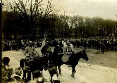 Photographie originale de l'Entrée à Metz le 19 novembre du 1er Etendard d'Artillerie Française.