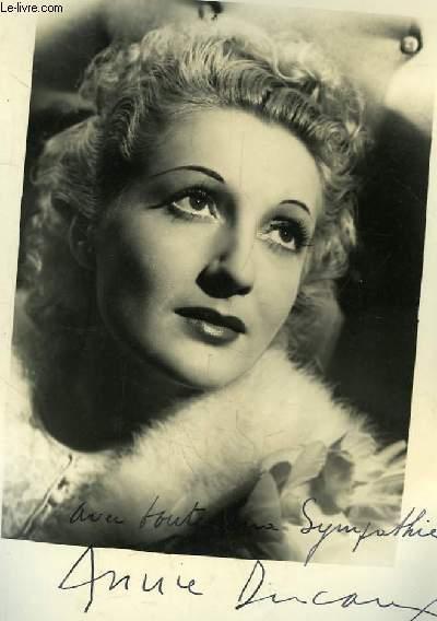 Photographie en noir et blanc, autographée par  Annie Ducaut.
