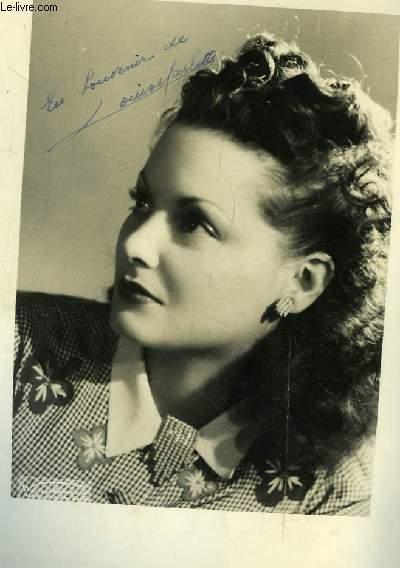 Photographie en noir et blanc, autographée par Louise Carletti.