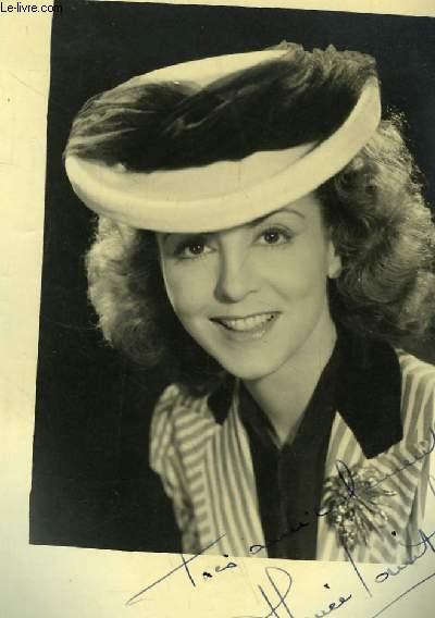 Photographie en noir et blanc, autographée par Renée Saint-Cyr