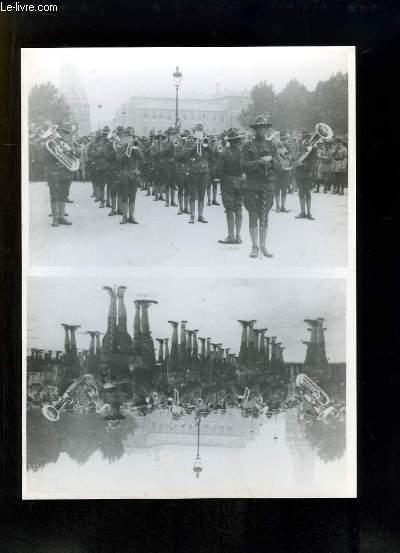 Photographie ancienne reproduite, d'une fanfare militaire américaine sur la Place de l'Hôtel de Ville, le 6 sept. 1917