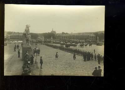 Photographie ancienne originale de la Place d'Armes de Versailles, pendant la signature du Traité de Paix, le 28 juin 1919
