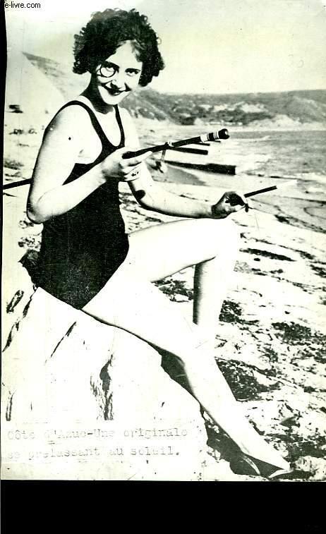 Photographie d'une originale se prélassant au soleil, sur la Côte d'Azur.