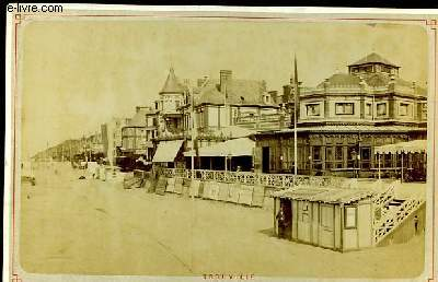 1 photographie originale, albuminée en noir et blanc, du Casino de Trouville