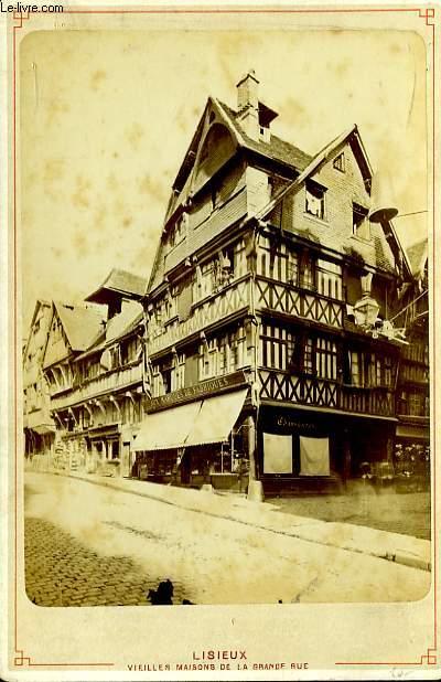 1 photographie originale, albuminée en noir et blanc, de vieilles maisons de la grande rue de Lisieux.