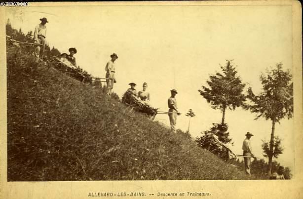 Une photographie originale, en noir et blanc, d'une descente en Traineaux à  Allevard-les-Bains.