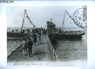 Une photographie en noir et blanc, d'Arcachon, sur l'Ancienne Jetée en 1906.