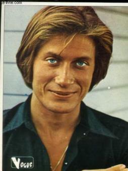 1 photo en couleurs de jacques dutronc